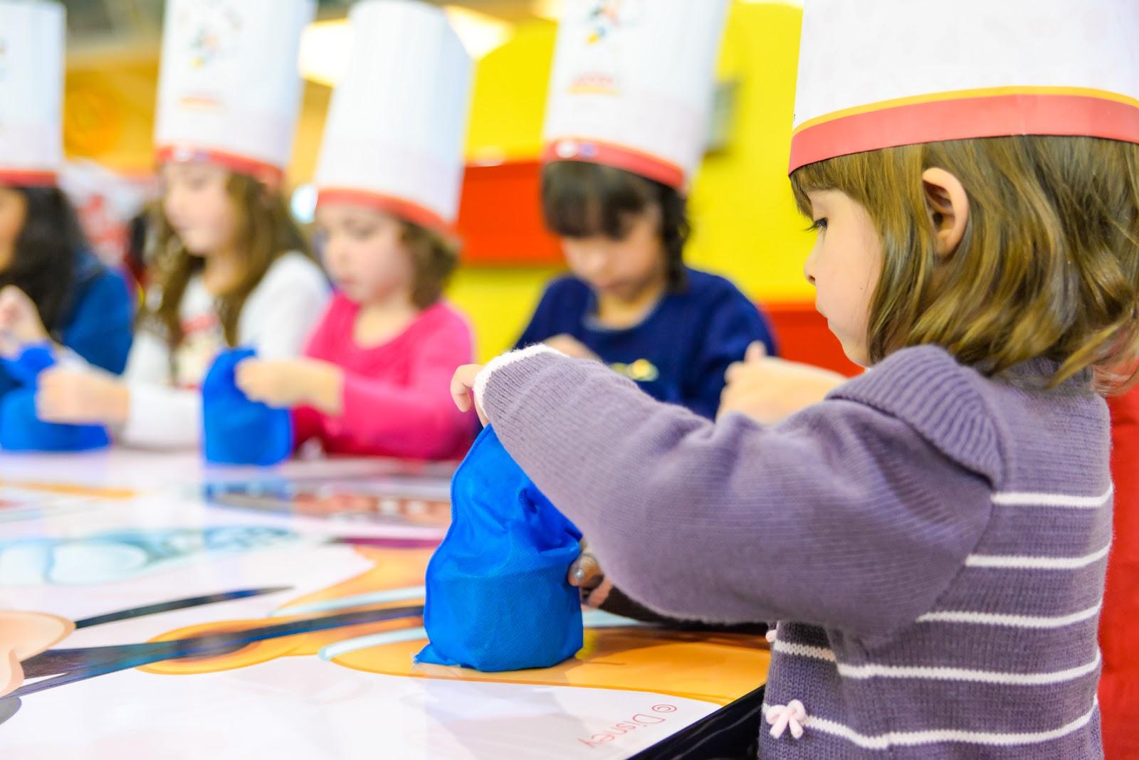 """774a8ffe6d858 As atividades são recomendadas para pais com crianças entre 4 e 12 anos e  serão realizadas em uma cozinha ambientada com detalhes da """"Toontown Disney """"."""