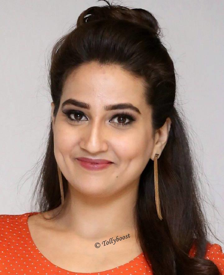Indian TV Actress Manjusha Glamorous Dimple Closeup Face