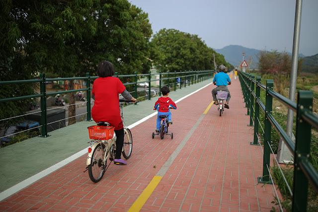 草湖溪河堤自行車人行步道