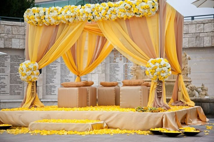 Decoration themes for pre wedding ceremonies decoration themes if you want a traditional hindu pre wedding decor then you can opt for this type of floral decoration junglespirit