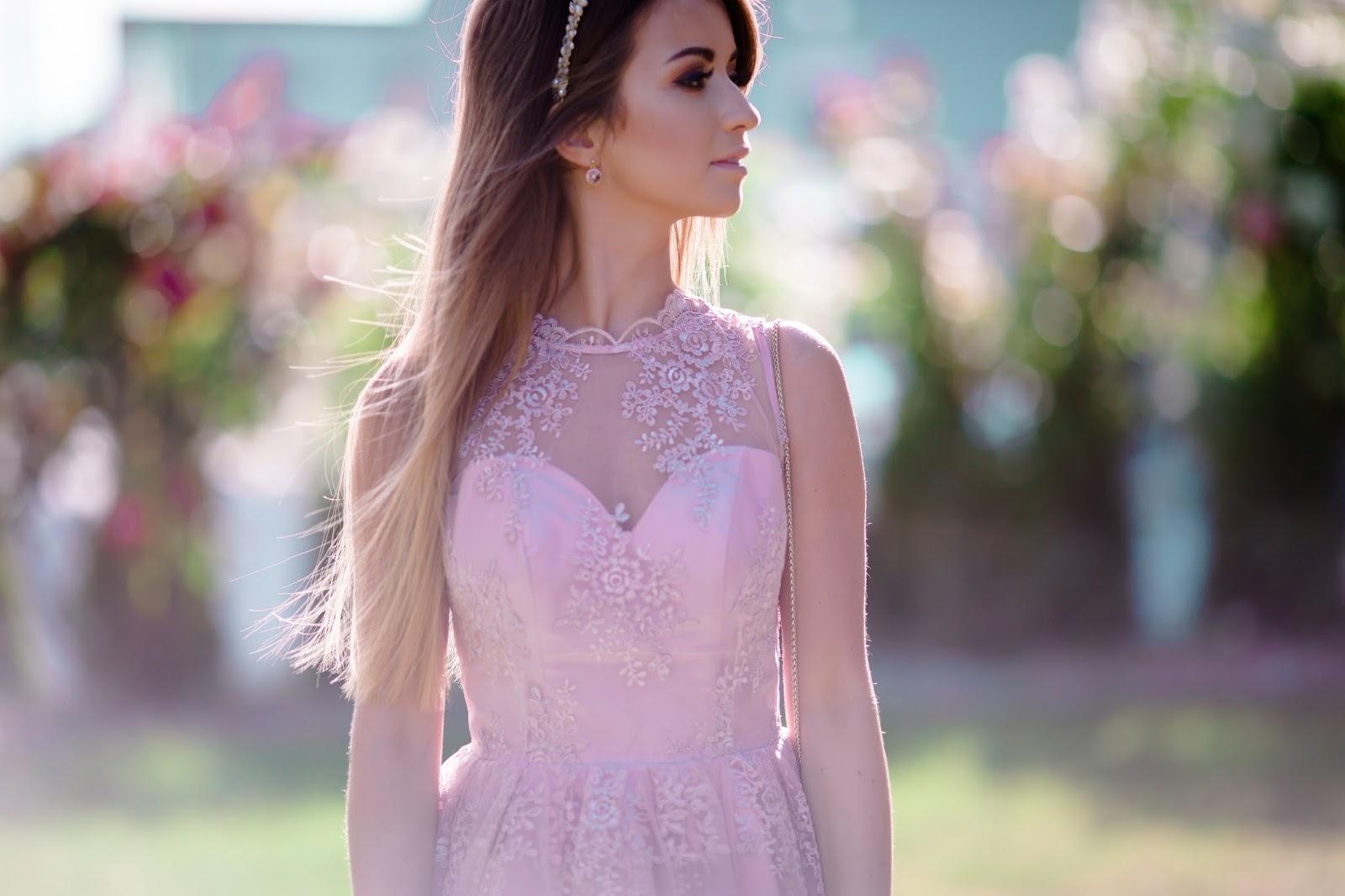 Stylizacja Na Wesele Pudrowa Sukienka Z Koronki Like A Princess