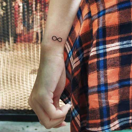 küçük sonsuzluk dövmeleri