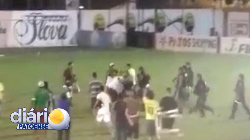 VÍDEO: Torcedores do Nacional de Patos invadem campo e tentam agredir arbitragem