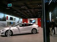 Tesla Store.. Det innovativa bilföretaget Tesla Motors designar, tillverkar och säljer elbilar. Det Kalifornien-baserade företaget har som mål att påskynda övergången till  eldrivna transporter.