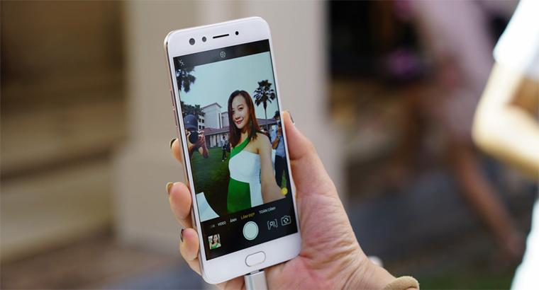 Smartphone Android terbaru dan murah untuk photo selfie