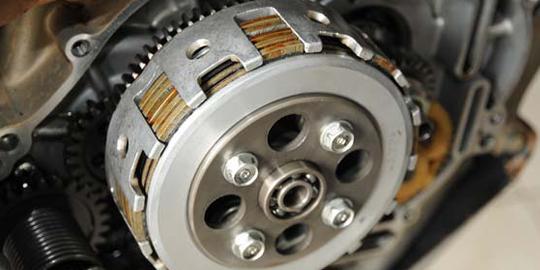 Bunyi Srek Srek Secara Berkesinambungan Atau Duk Saat Motor Direm Mendadak Bisa Diakibatkan Kopling Aus Atau Sistem Otomatisnya Mulai Merenggang