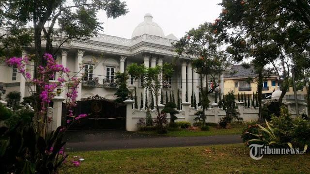 Rumah Mewah Bos First Travel di Sentul Berlantai Marmer, Harga Gorden-nya Mencapai Rp 700 Juta
