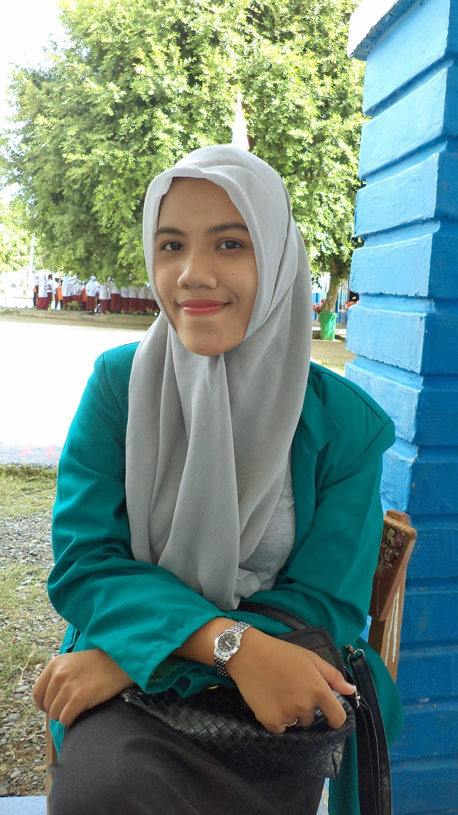 Mahasiswi Jilbab Instat Segi empat abu abu