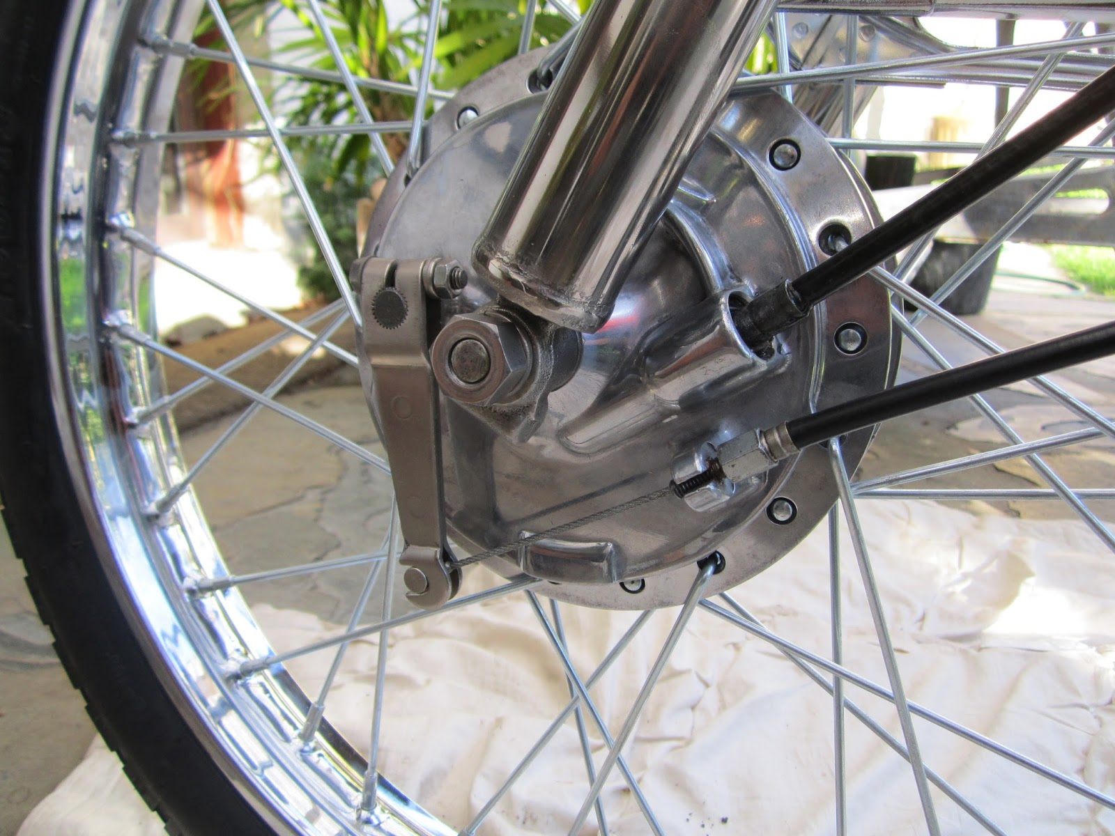 left side front wheel yamaha ls3 [ 1600 x 1200 Pixel ]