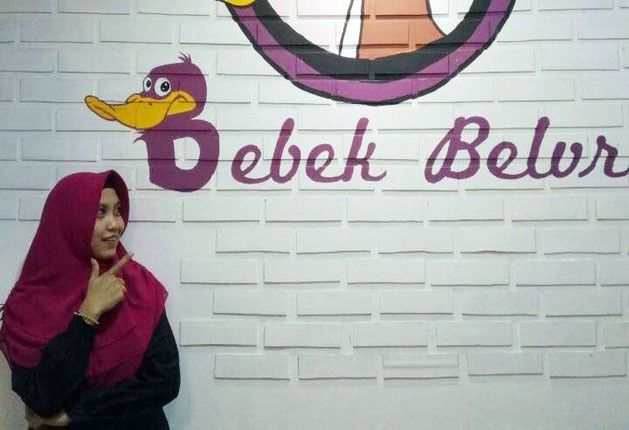 Indah Citra Halley pemilik rumah makan bebek belur dengan tujuh cabang di bandarlampung (curupekspress.com)