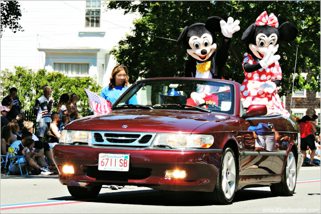 Mickey y Minnie Desfile 4 de Julio Bristol
