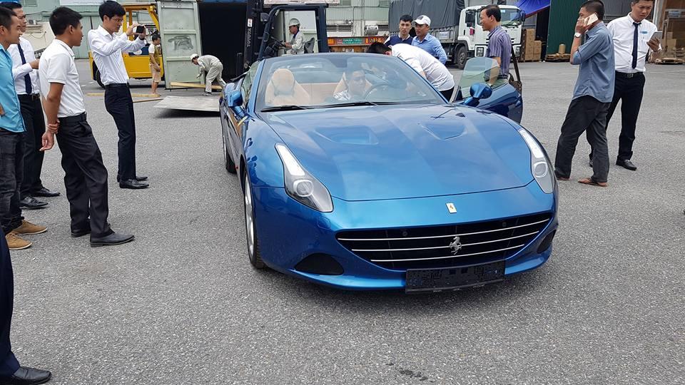 Đây là chiếc Ferrari California T thứ 2 về Việt Nam