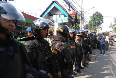 Blusukan Ahok Dikawal 800 Polisi, 1 Barracuda, 2 Water Canon, dan Puluhan Gas Air Mata