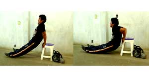 Ejecución de fondos triceps en ejercicios para adelgazar y tonificar el cuerpo
