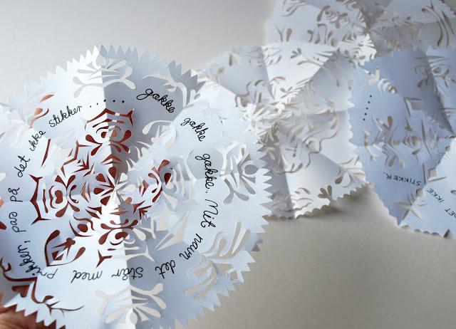 Vločka z papíru se škádlivým vzkazem
