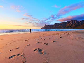 tips-aman-wisata-di-pantai.jpg