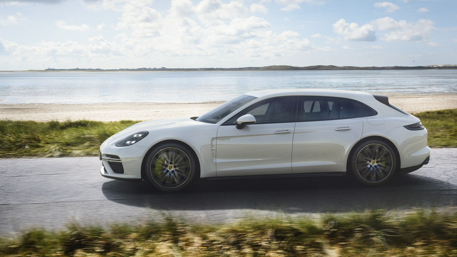 Porsche-Panamera-Turbo-S-E-Hybrid-Sport-Turismo-4