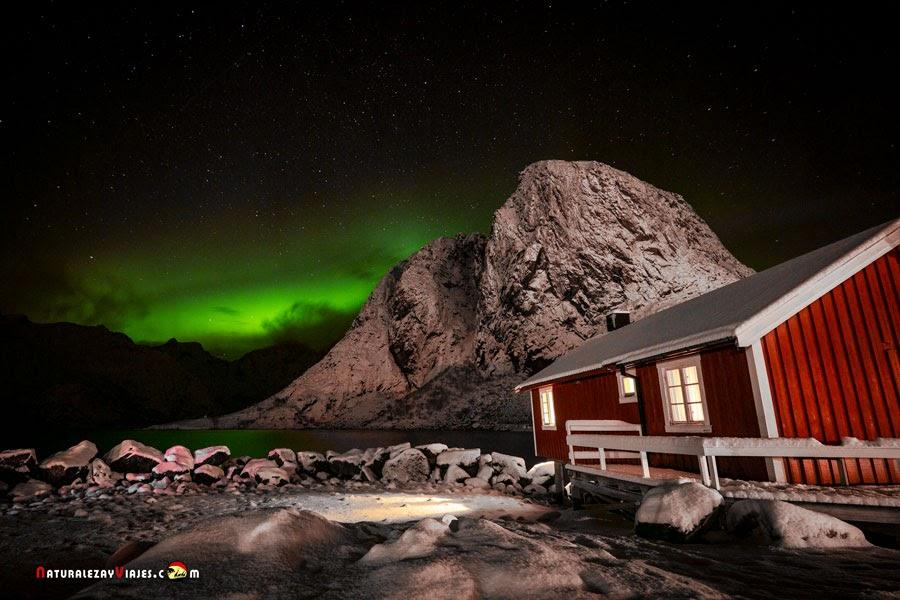Aurora boreal en Hamnøy, Islas Lofoten