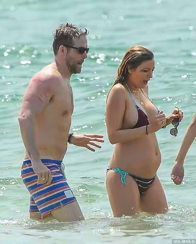 Welcome To Ladun Liadi's Blog: Blake Lively Shows Off Her ...