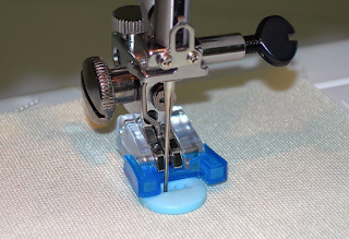 Button stitch foot