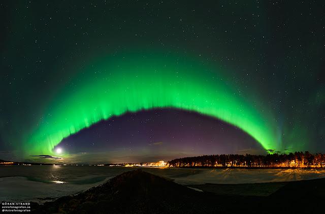 Cực quang trên bầu trời Thụy Điển. Tác giả : Göran Strand.