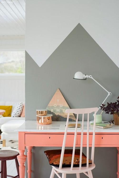Mesa pintada en color melocotón