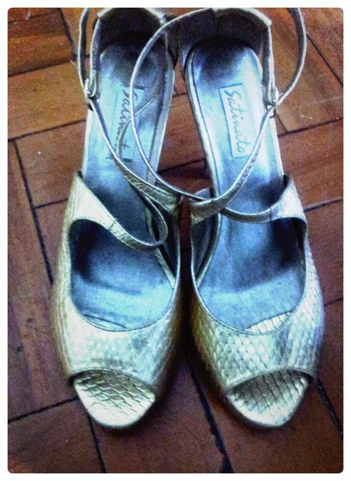 426dd61431 ○ Brechó Fashion Week ○•  Sandalia Dourada Satinato