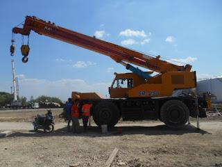 Sewa Rental Alat Rough Terrain Crane Surabaya