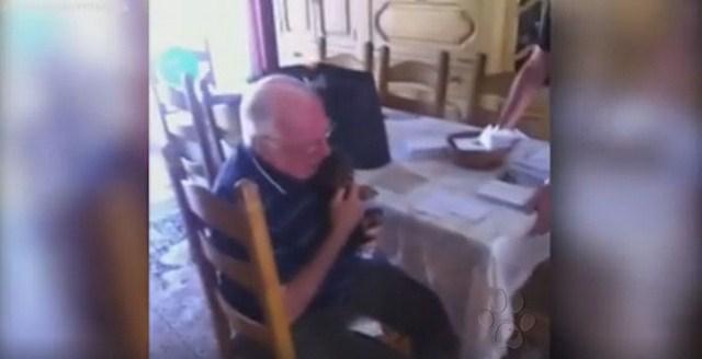 [EL AMOR SANA] Después de perder su esposa y a su perro, éste abuelo recibe una gran sorpresa