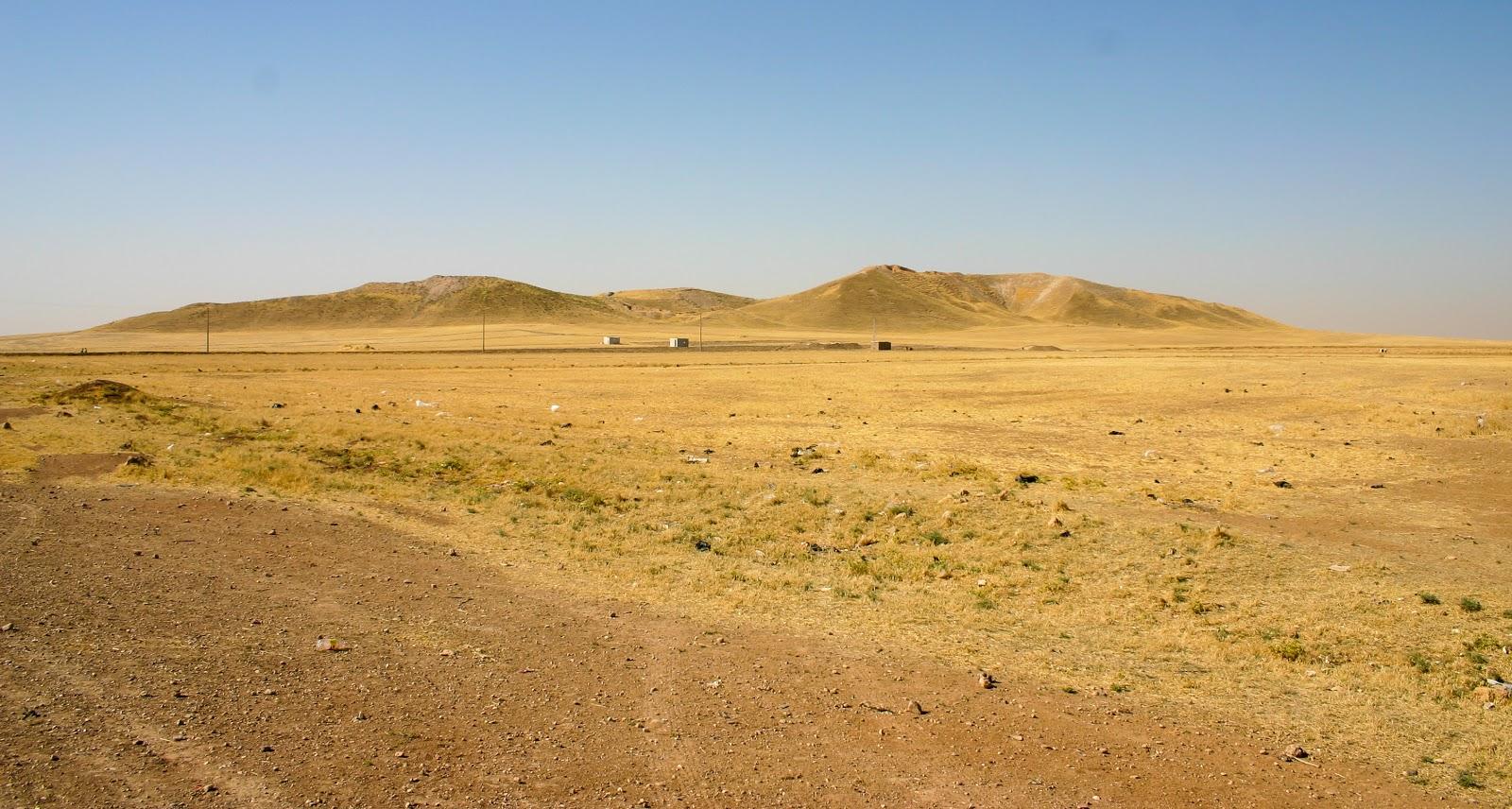 テル・ブラク遺跡の殆ど砂漠しでしかないような遠景