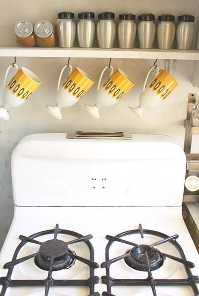 solution gain de place pour le cuisine suspendre ses mugs