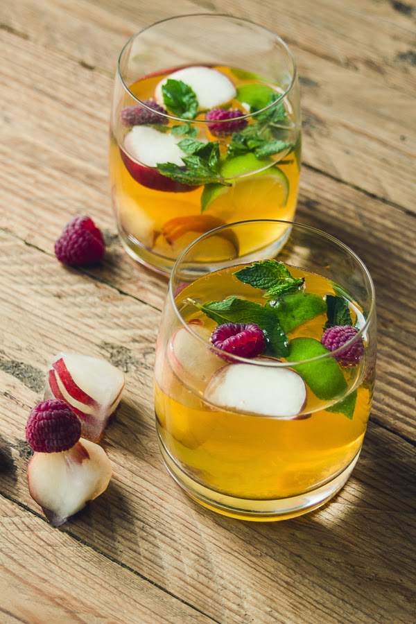 White Peach & Lime Sangria + Fruit Ice Cubes thisisasweetblog.blogspot.com