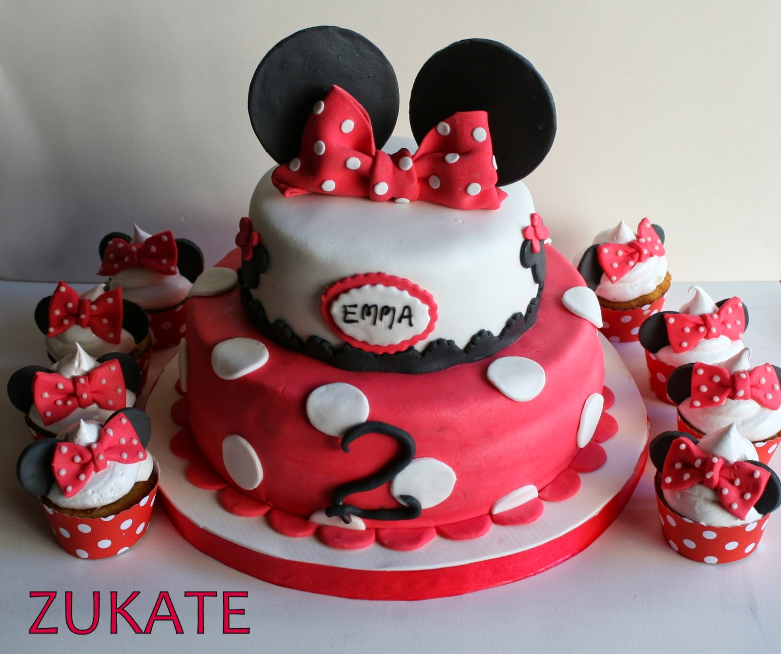 Minnie Mouse Cake With Cupcakes