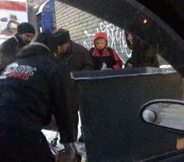 В Мурманске люди штурмуют помойки супермаркетов