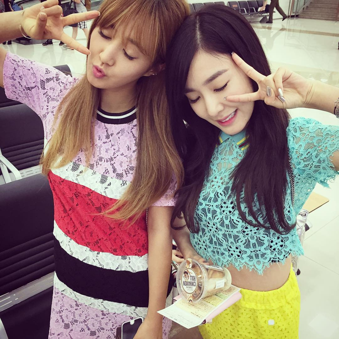 SNSD's Yuri and Tiffany posed for a cute SelCa picture ...