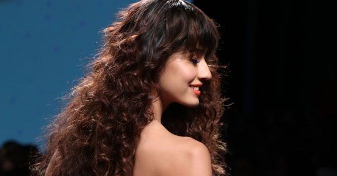 Hot Sexy Bollywood Actress Disha Patani At Lakme Fashion Week gallery