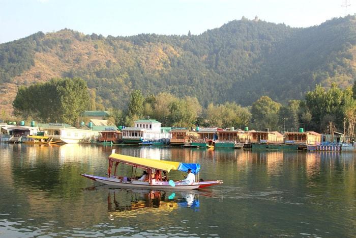 Ở nhà thuyền tại Srinagar - 'Venice của Ấn Độ'