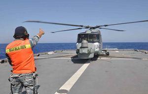 """Latihan """"Crossdeck"""" Helikopter Brasil di KRI Diponegoro"""
