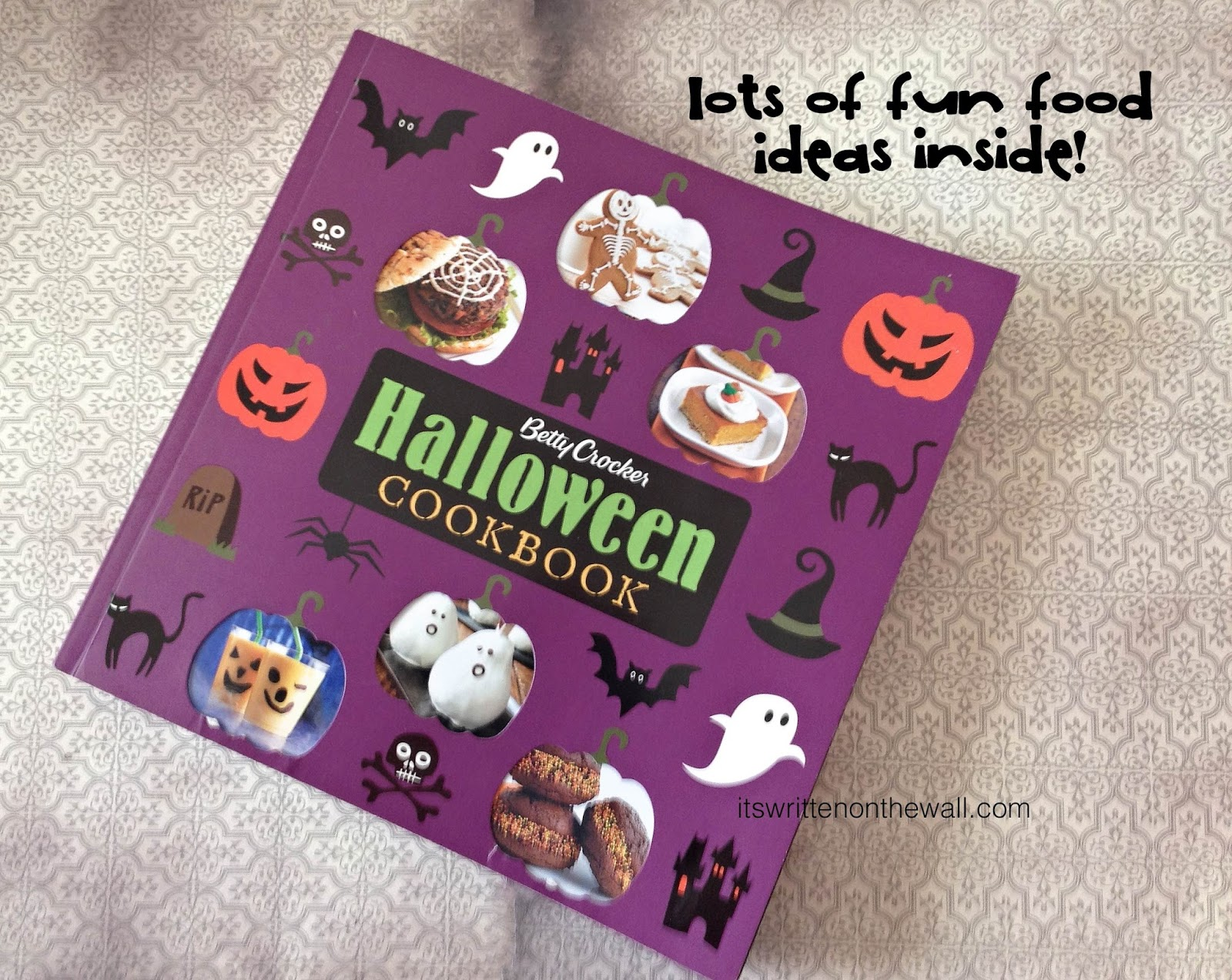 youll find 100 recipes accompanied by scary full color photographs in the betty crocker halloween cookbook theres bonus features on setting up a - Betty Crocker Halloween Cookbook