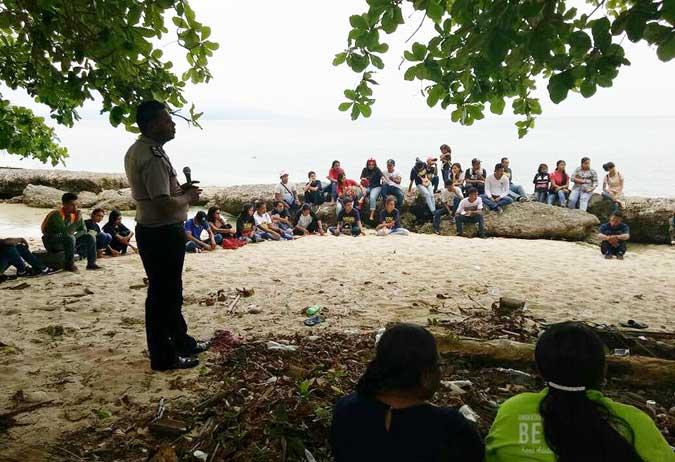Bhabinkamtibmas Dan Pemuda Passo Tanam 300 Anakan Mangrove
