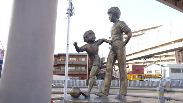 Patung Roberto Hongo dan Tsubasa Ozora