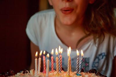 केक की मोमबत्तियां फूंकने से संक्रमण का खतरा Risk of Infection Cake Candles
