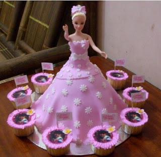 kue ulang tahun tema barbie