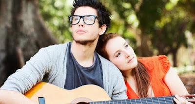 http://imanlukman23-id.blogspot.com/2016/03/lagu-lagu-yang-cocok-dan-pas-untuk-pacar.html