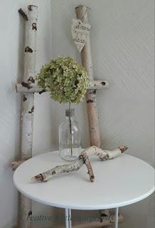 Декоративная лесенка из стволов деревьев