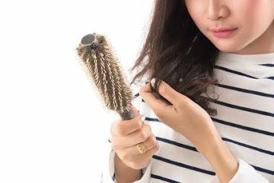 3 Faktor Penyebab Rambut Rontok Menurut Dokter