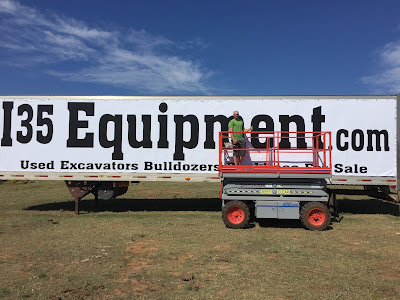 Installing the I35 Equipment Banner | Banners.com