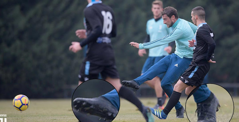 b1aab04e2 Just 5 Days Left - Claudio Marchisio Trains in Blackout Next-Gen Nike  Mercurial Superfly 2018 Boots