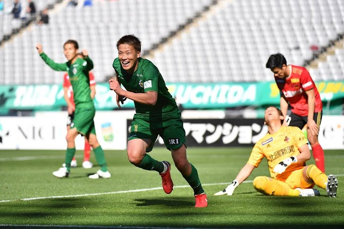 Gary White wins first game in charge of Tokyo Verdy