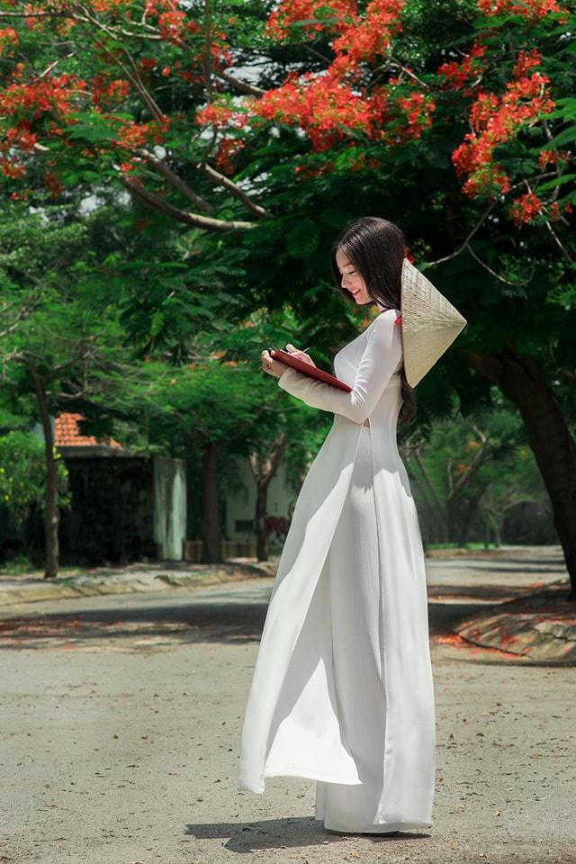 Quỳnh Trâm thướt tha trong tà áo trắng nữ sinh khi mùa phượng vĩ về -5